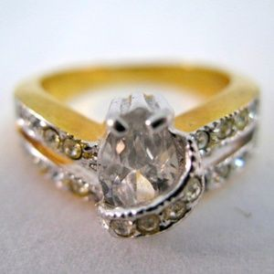 Jewelry - Womens Ring Pear Shape Glass Stone Gold Tone Rings